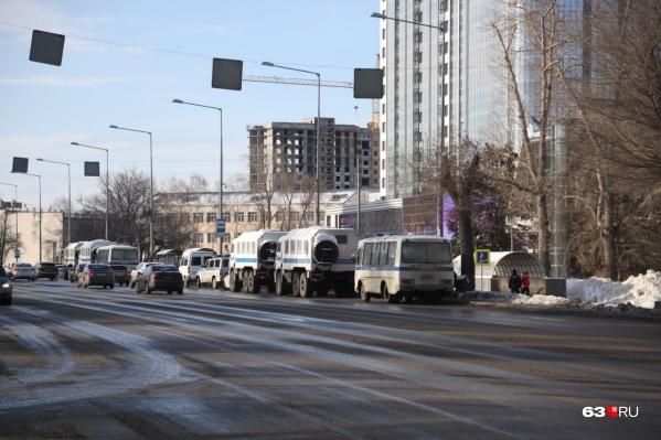 Спецтехнику расположили вдоль Ново-Садовой