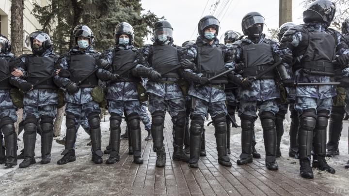 Первые кадры с масштабной несанкционированной акции протеста в центре Волгограда