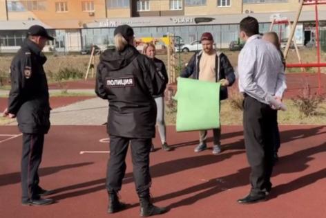 Тренировка на школьном стадионе обернулась для челябинских спортсменок вызовом полиции