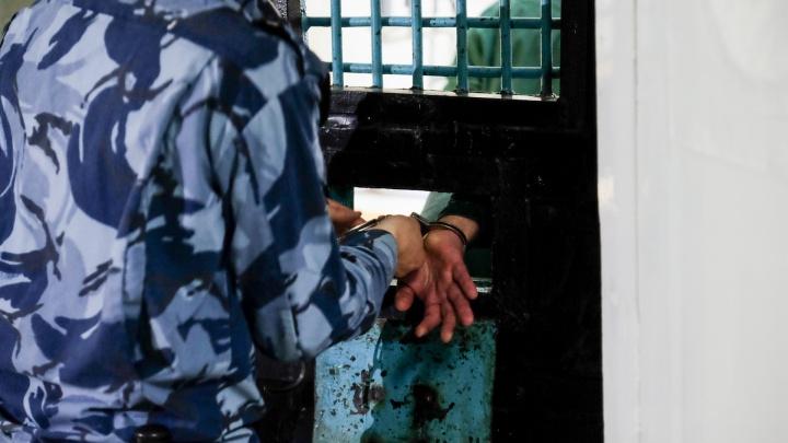 В Анапе рабочие после переноски мебели в квартиру изнасиловали хозяйку и 4 часа убивали ее сожителя
