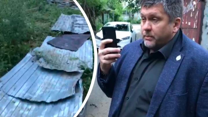 «Начали грузить забор в грузовик»: в Екатеринбурге пытаются захватить последний частный дом у автовокзала