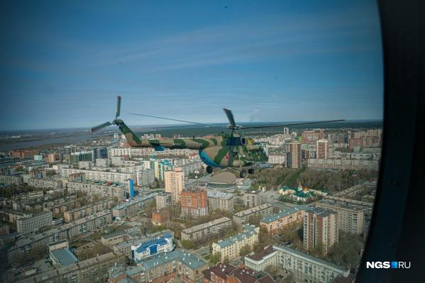 От наблюдения за вторым вертолетом, который летел параллельно нашему Ми-8, захватывало дух<br>