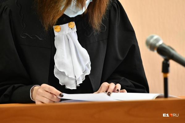 Изучаем работу и зарплату судей Уставного суда Свердловской области