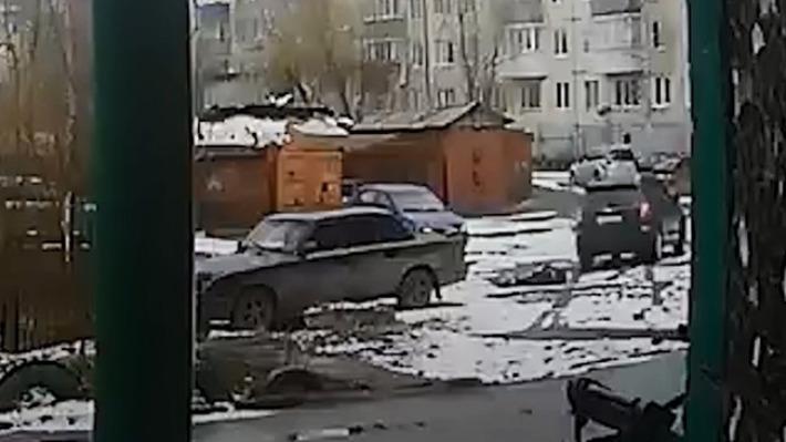 Лежащего без сознания жителя Архангельска переехал автомобиль: полиция разыскивает водителя