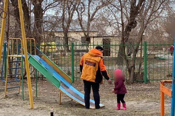 Девочка искала брата, но заплутала в малознакомом районе. Ее семья только недавно переехала из Кургана в Тюмень