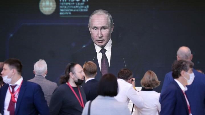 «Плевать я хотел на то, что меня где-то кто-то заблокирует». Трансляция выступления Путина на ПМЭФ-2021