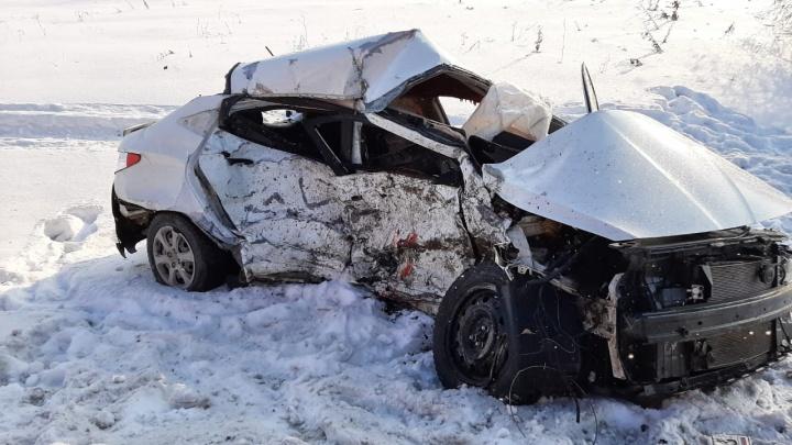 Машину выгнуло дугой: на трассе в Самарской области Hyundai протаранил Lada Granta