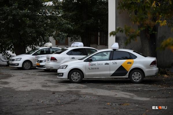 Екатеринбуржцы не могут заказать такси