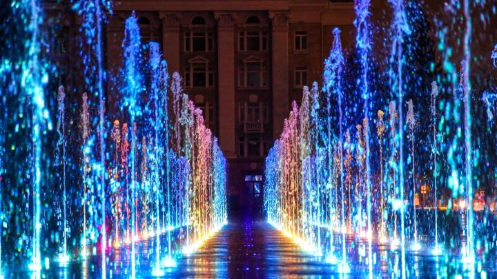 Место встречи для влюбленных и вечерних фотосессий: любуемся обновленной Советской площадью Уфы