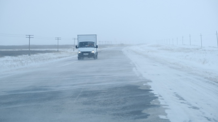 В Челябинской области ограничили движение по четырем трассам и закрыли дорогу в Казахстан