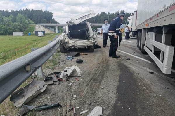 После аварии легковая машина была искорежена так, что ее марку не сразу смогли определить
