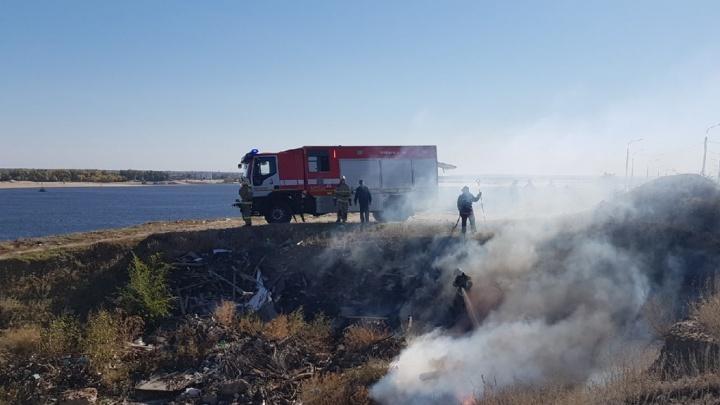 Центр Волгограда заволокло дымом горящей свалки у арбитражного суда