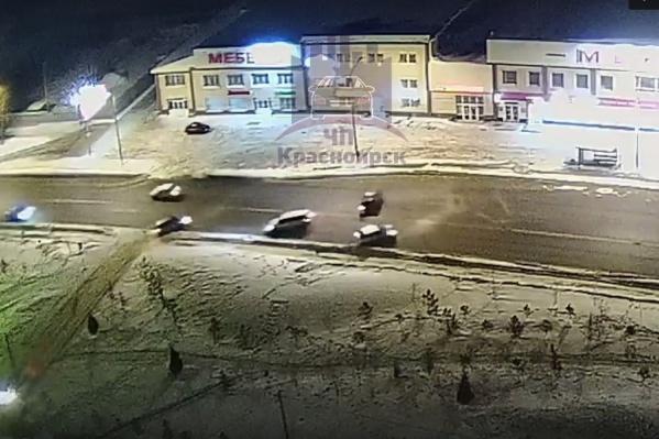 Три машины столкнулись на ночной дороге