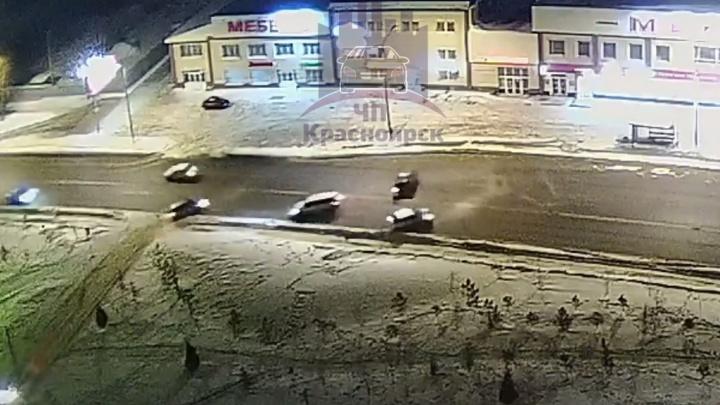 Пьяная 25-летняя водительница разогналась по Свердловской и сбила две машины