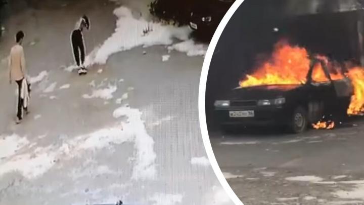 Загорелись машина и дом: парочка, которая подожгла пух на Некрасова, попала на запись камер