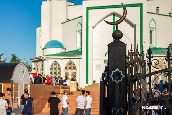 """Праздник отмечают в <nobr class=""""_"""">10-й</nobr> день месяца Зуль-хиджа по мусульманскому календарю"""
