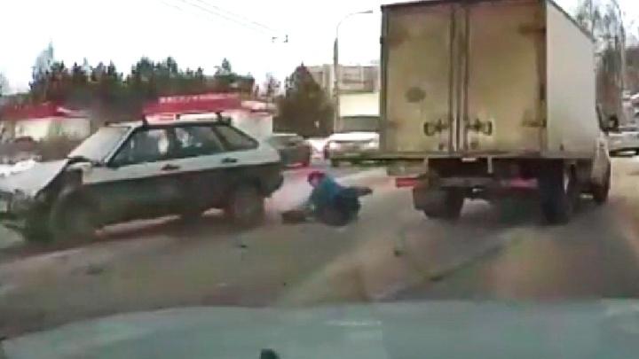 В Рыбинске «Газель» устроила тройное ДТП и сбила пешехода