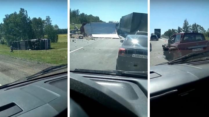 Раскидало фрукты и грузовики: на М-5 произошло массовое ДТП