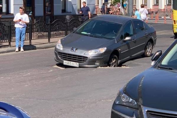Машина оказалась в провале