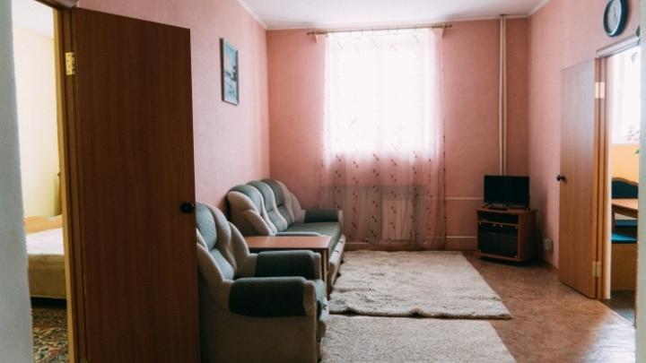 Камеры, смешарики и «квартира» с диваном: фоторепортаж из омского СИЗО, где ждут приговора