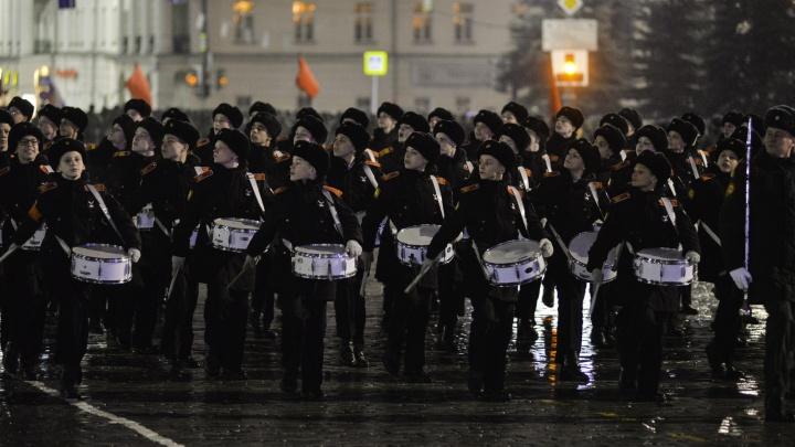 В Екатеринбурге внезапно изменили время начала репетиции парада