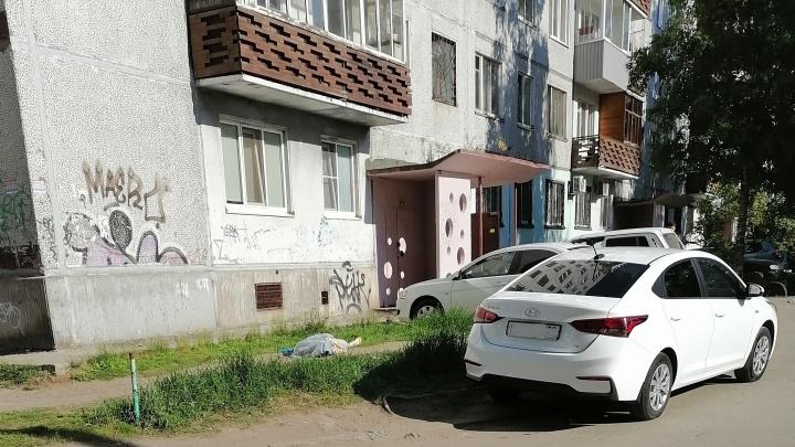 В Архангельске погибла женщина, выпавшая из окна в девятиэтажке