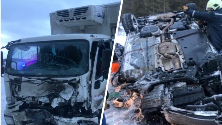 Залетели под грузовик и перевернулись: что известно о смертельном ДТП под Курумочем
