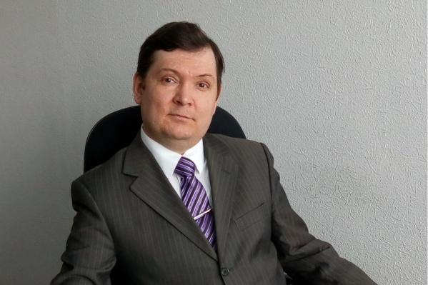 Роман работал юристом и помогал безвозмездно