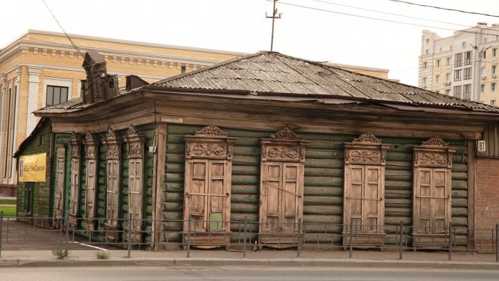 На Герцена снесли дом. Теперь историки просят помочь найти редкие наличники с него