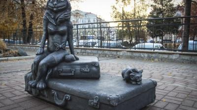 «Жаба с человеческой грудью»: с вокзала Кургана убрали фигуру кошки, которую критиковали горожане