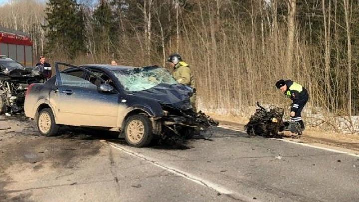 Тройное ДТП в Ярославской области: погиб вылетевший на встречку водитель