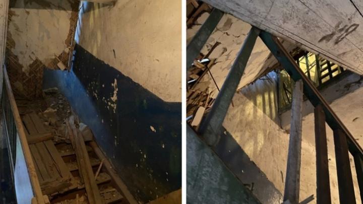В жилом доме Ярославской области рухнула крыша из-за попадания дождя в слуховое окно