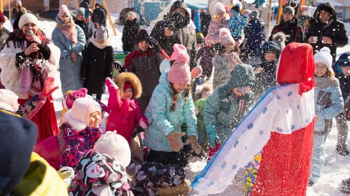 Съели 1000 блинов и закидали чучело снежками: как провожали Масленицу в Новой Самаре