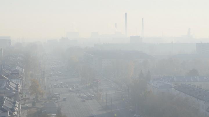 Челябинск окутал дым от тлеющего торфяника под Екатеринбургом