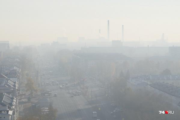 Сегодня в воздухе над Челябинском зависла не только пыль, но и дым от торфяника. Ветер принес его ночью