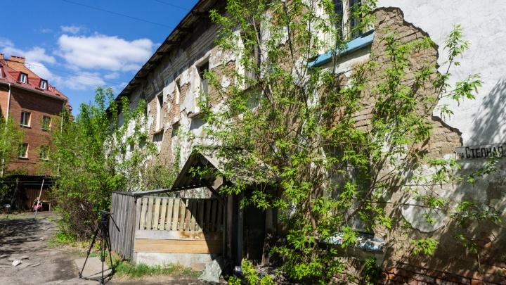Мэрия Омска признала аварийным дом, где 2 года назад обрушилось перекрытие
