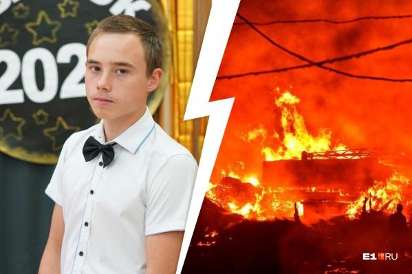 До приезда пожарных Сергей Тетеревков собрал детей и успокаивал их