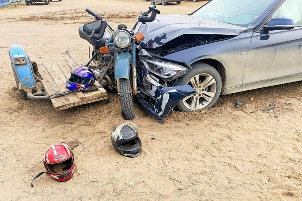 Все трое были в шлемах, но от госпитализации это не спасло