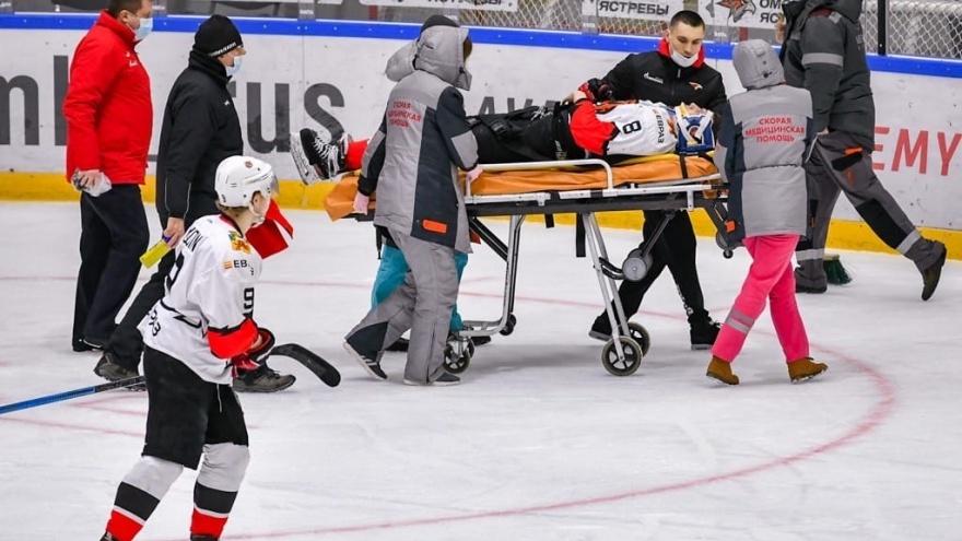 Новокузнецкие хоккеисты отказались играть с «Омскими Ястребами» после драки на льду
