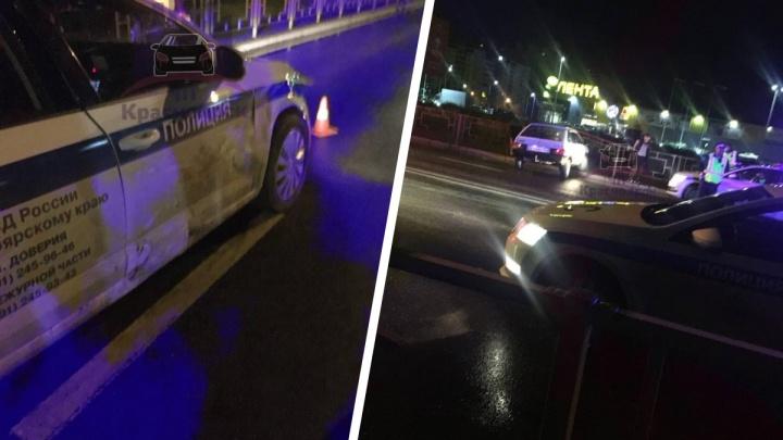 В Красноярске пьяный водитель ночью уходил от погони и протаранил патрульный авто