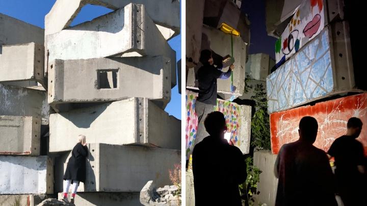 Художники нашли руины старого элеватора на Фабричной — посмотрите, во что они превратили бетонные блоки