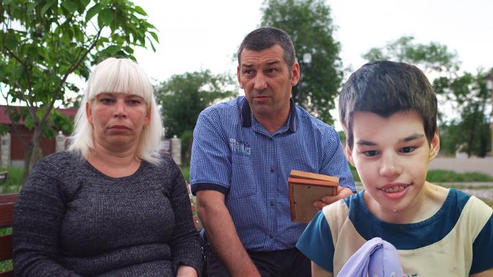 «На Насте живого места нет — всё в струпьях и язвах»: родители не узнали дочь в интернате под Волгоградом