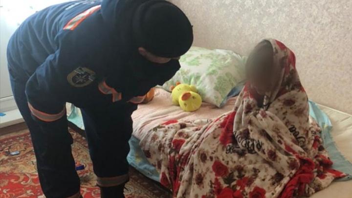 В Новосибирске годовалая девочка закрыла 6-летнюю сестру на балконе