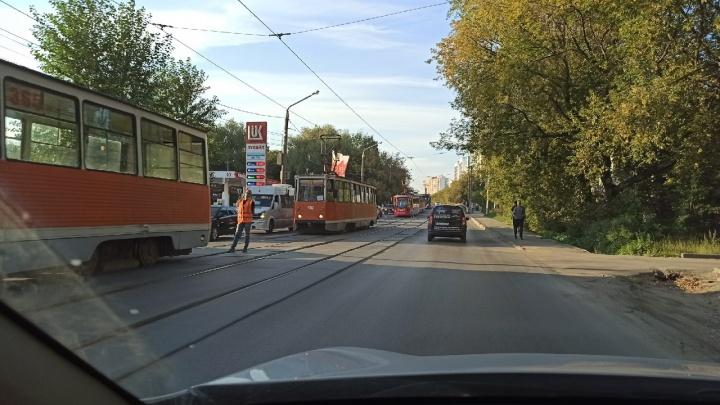 В Перми из-за ДТП встали трамваи и собралась пробка из автомобилей