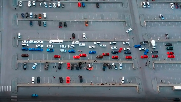 Новосибирцы составили слово «Россия» из 48 машин