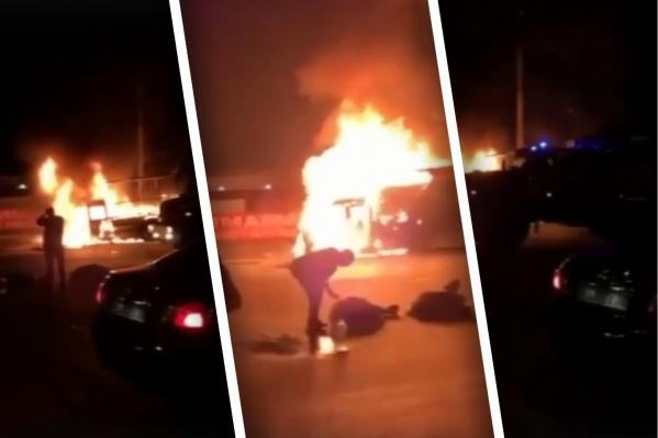 После столкновения машина загорелась, в ней находились люди, которые погибли