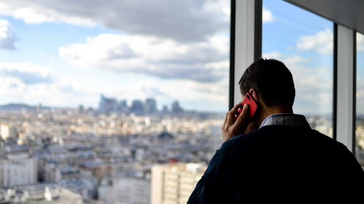 Россияне стали чаще звонить на номера 8 800