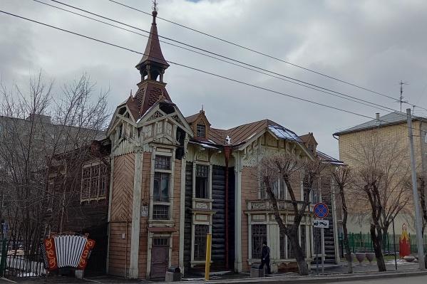 Зданию уже 113 лет, оно входит в список объектов культурного наследия регионального значения