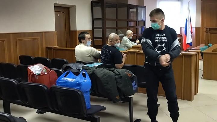 Сожгли людей за 5 тысяч рублей: огласили приговоры охранникам, устроившим пожар в центре Ярославля