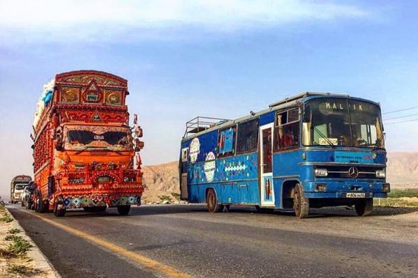 HappyBus во время первого тура в Пакистане